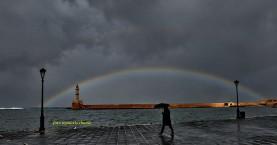 Υπέροχο ουράνιο τόξο στο λιμάνι των Χανίων (φωτο)