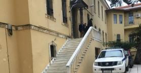 Καταδικάστηκαν οι Γερμανοί που κατέβασαν την ελληνική σημαία στα Χανιά