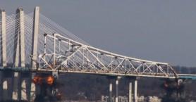 Η στιγμή της ανατίναξης εμβληματικής γέφυρας στη Νέα Υόρκη