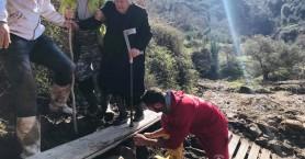 Χανιά: Εθελοντική ομάδα βρήκε γιαγιά να περιπλανιέται σε χαλάσματα (φωτο+βιντεο)