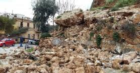 Εκκένωσαν το νηπιαγωγείο της Βασίλισσας λόγω της κατάρρευσης του Επιπρομαχώνα