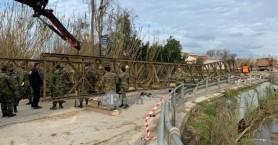 Ξεκίνησε η τοποθέτηση της γέφυρας μπέλεϋ του Πλατανιά στον Ιάρδανο ποταμό (φωτο-βίντεο)