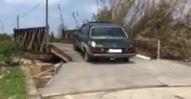 Οδηγοί άνοιξαν μόνοι τους τη γέφυρα στο Πατελάρι αψηφώντας τον κίνδυνο (βίντεο)