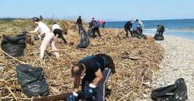 Καθάρισαν Κλαδισό και Άπτερα από τα σκουπίδια - Βρήκαν μέχρι και προφυλακτήρα! (φωτο)
