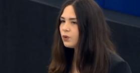 Κρητικιά μαθήτρια τραγούδησε
