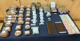 Πουλούσαν κοκαΐνη μέσα στο μαγαζί τους - Τα έκρυβαν στο πατάρι (φωτο+βιντεο)