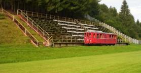 Τρένο περνά μέσα από γήπεδο ποδοσφαίρου!