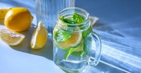 Νερό με λεμόνι: Η αλήθεια για το αν βοηθά πραγματικά στο αδυνάτισμα