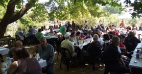 Εκατοντάδες Χανιώτες γιόρτασαν την πρωτομαγιά στη λίμνη της Αγιάς (φωτο)