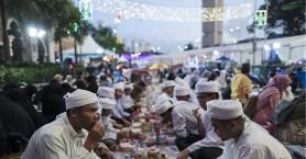 Αστυνομικοί θα κάνουν τους σερβιτόρους για να τσακώσουν όσους δεν νηστεύουν στο Ραμαζάνι