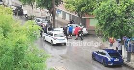 Άνδρας τραυμάτισε σοβαρά γυναίκα με τσεκούρι στη μέση του δρόμου