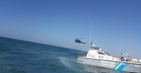 Μεγάλη διάσωση με ελικόπτερο -Μπήκαν να σώσουν από πνιγμό 2 άτομα και κινδύνευσαν οι ίδιοι