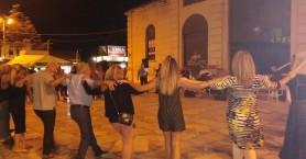 Έστησαν χορό στη δημοτική αγορά των Χανίων για τη νίκη της ΝΔ (βίντεο + φωτο)