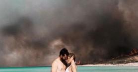 Η φωτογραφία από τη φλεγόμενη Ελαφόνησο που κάνει το γύρο του διαδικτύου