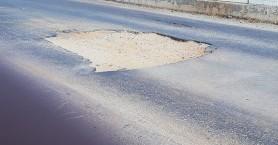 Λακκούβα στα Χανιά έχει πιάσει το μισό οδόστρωμα - Κίνδυνος ατυχήματος