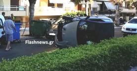 Αμάξι ανατράπηκε στην Ηρώων Πολυτεχνείου - Έπεσε πάνω σε παρκαρισμένο όχημα (φωτο)
