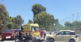Σύγκρουση αυτοκινήτου με δίκυκλο και έναν τραυματία στους Αγ.Αποστόλους