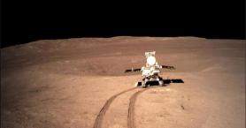 Το κινεζικό Yutu-2 βρήκε ένα παράξενο γυαλιστερό ζελέ στη «σκοτεινή» πλευρά της Σελήνης