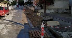 Μεγαλώνουν τα πεζοδρόμια αλλά ...γκρινιάζουν οι γείτονες (Φώτο)