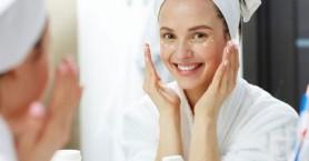 Γιατί δεν πρέπει να βάζετε την κρέμα ματιών σας το βράδυ σύμφωνα με τους ειδικούς;