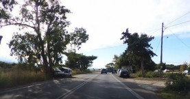 Αυτοκίνητο καρφώθηκε σε δέντρο στο Αρώνι (φωτο)