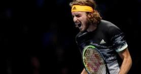 Μαγικός Τσιτσιπάς κέρδισε ξανά τον Φέντερερ και παίζει τελικό στο Λονδίνο