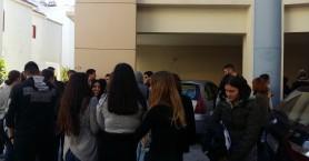 Με συνθήματα διαμαρτυρήθηκαν οι μαθητές του ΕΠΑΛ Ελ. Βενιζέλου για τη σχολική μεταφορά