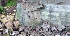 Έπεσε τοιχίο από την κακοκαιρία στον δήμο Πλατανιά (φωτο)