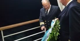 Τίμησαν εν πλω τα θύματα του ναυαγίου