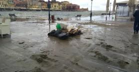Άδειο από κόσμο γεμάτο με... σκουπίδια το ενετικό λιμάνι στα Χανιά (φωτο)