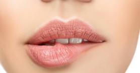 To αποφασιστικό βήμα για να γλιτώσετε από τα σκασμένα χείλη