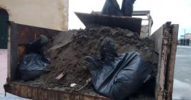 Σκουπίδια και λάσπη βάρους 15 τόνων μάζεψαν τα συνεργεία από το παλιό λιμάνι Χανίων