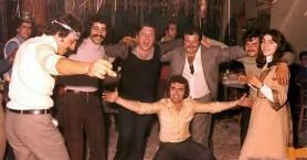 Όταν ο Κώστας Βουτσάς χόρευε σε κρητικό γλέντι (φωτο)