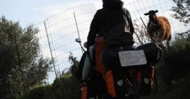 Κάνουν τον γύρο της Κρήτης με ένα ποδήλατο αναζητώντας την κρητική φιλοξενία! (φωτο)