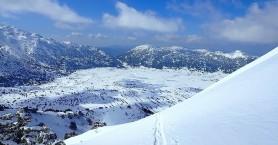 Μια χαλαρή Κυριακή για τον Πρωθυπουργό, με σκι στον χιονισμένο Ομαλό (φωτο)
