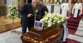 Αποχαιρέτησαν τον Δημήτρη Παπαδόπουλο - Τον σκέπασε μια σημαία σημαία του ΟΦΗ