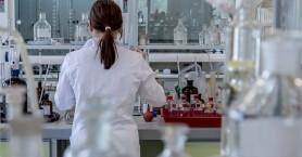 Καθηγητής σε φοιτητές: Αν αγνοείτε τη σημασία των εμβολίων, έχετε ήδη αποτύχει στο μάθημα