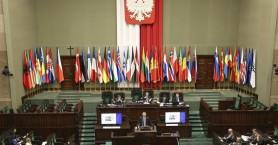Πολωνία: Ανοίγουν τη Δευτέρα ξενοδοχεία και εμπορικά κέντρα