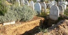 Γυναίκα έσκαψε και βγήκε ζωντανή από τάφο που την έθαψαν μεθυσμένοι γείτονες!