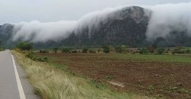 Σύννεφα μοιάζουν να κατεβαίνουν… σαν καταρράκτης