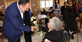 Ο Γιάννης Κουράκης για την Παγκόσμια Ημέρα της Μητέρας
