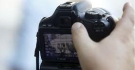 Άνδρας τραβά παράνομα φωτογραφίες γυναικών σε παραλία της Κρήτης (φωτο)