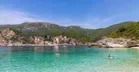 Η ξακουστή παραλία της Κέρκυρας με τις φυσικές ομορφιές (φωτο)
