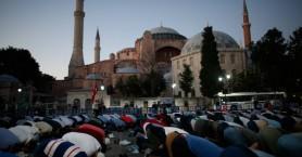 Πρόκληση Τούρκου ιστορικού για Αγία Σοφία: «Θα υπάρχουν πόρνες στο τζαμί;»