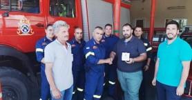 Τιμητική πλακέτα στον Δ. Καντάνου Σελίνου από τον Διοικητή Πυροσβεστικής Υπηρεσίας Χανίων