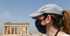 Μάσκα για κορονοϊό: Δημιουργεί αναπνευστικά προβλήματα; Τι απαντά η Πνευμολογική Εταιρεία
