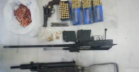 Υποπολυβόλο, περίστροφο και κυνηγετικό όπλο βρήκαν σε σπίτι στα Χανιά