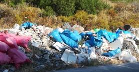 Κανείς δεν ενδιαφέρεται για τη χωματερή με μπάζα στο Καμπάνι