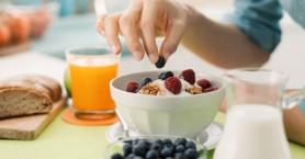 Ελεύθερες ρίζες: Τι να φάτε μετά από ένα μεγάλο γεύμα για να τις μειώσετε