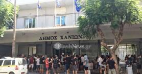 Συγκέντρωση αλληλεγγύης στην κατάληψη Rosa Nera στο δημαρχείο Χανίων (φωτο)